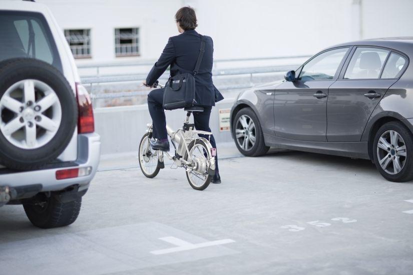 Movililidad urbana en bicicleta eléctrica