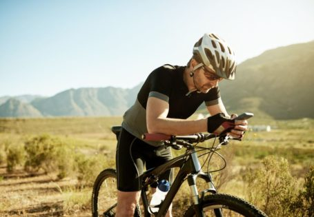 Ciclista y movil